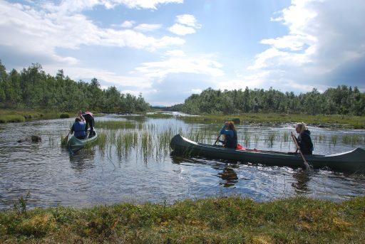 Kanotur i spennende omgivelser i Skardsfjella og Hyllingsdalen landskapsvernområde i Tydal og Røros. Foto: Fjelldriv